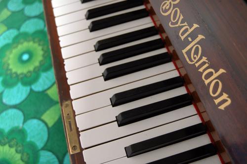 303-pianokrakk2